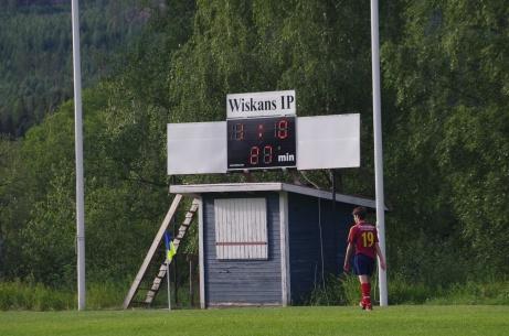 Men resultattavlan och matchuret fanns på plats när vi bevittnade Wiskan-Selånger 2018. Foto: Pia Skogman, Lokalfotbollen.nu.
