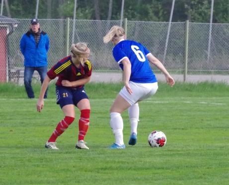 ... en duell som dessvärre Perman i blått tog hem. Foto: Pia Skogman, Lokalfotbollen.nu