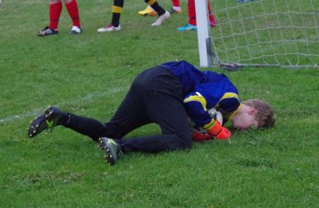 ...men hamnar sedan utanför kortlinjen med bollen med hörna som följd. Foto: Pia Skogman, Lokalfotbollen.nu.