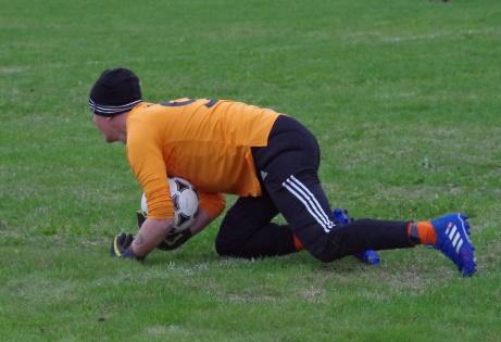 Även Ljungas Jonny Lisne fick visa sig på styva linan ibland. Foto: Pia Skogman, Lokalfotbollen.nu.