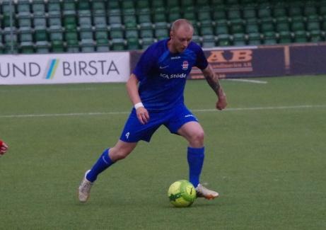 Bild 17. Stödes mittfältare Felix Häggström. Foto: Pia Skogman, Lokalfotbollen.nu.