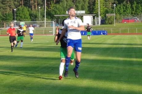 Ännu oklart när Olle Nordberg och hans lagkamrater i IFK Sundsvall kommer att kunna löpa ut på Balders naturgräs för lir i Medelpadsallsvenskan. Foto: Pia Skogman, Lokalfotbollen.nu.