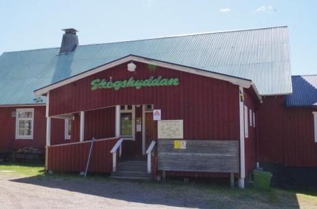 Skogshyddan är ett föreningshus som används flitigt av byborna.  Foto: Pia Skogman, Lokalfotbollen.nu.