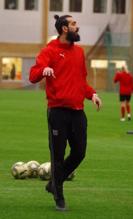 Ahmad Khreis gör i år sin första säsong som huvudtränare. Och den målfarlige 30-åringen ska samtidigt spela. Foto: Pia Skogman, Lokalfotbollen.nu.