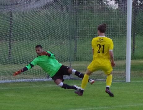 Alnö gör sitt första mål och ställningen är 1-1. Foto: Pia Skogman, Lokalfotbollen.nu