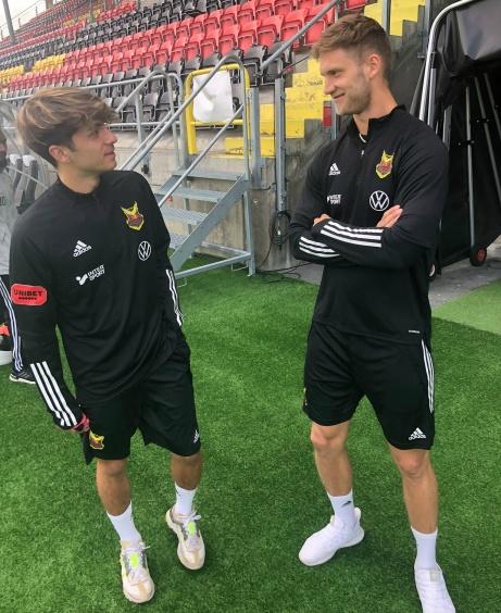 Josh Chatee och Oskar Nordlund i Östersunds FK:s allsvenska träningsställ. Foto: Mats Carlsson.