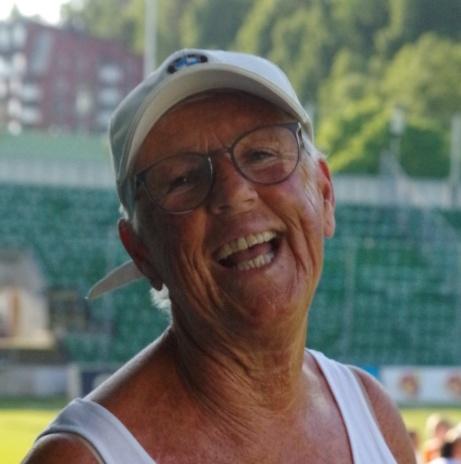 """MFF:s ordförande Lena Wallgren var där och kopplade av med fotboll innan hon iklädde sig """"uniform"""" och gratulerade segrarna!  Foto: Pia Skogman, Lokalfotbollen.nu"""