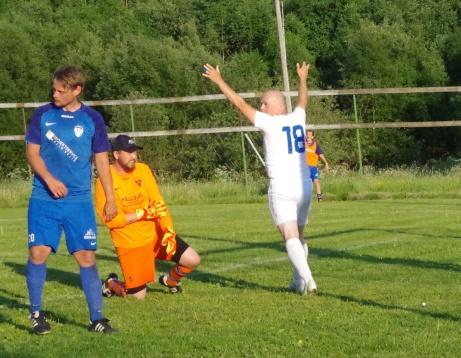 Mer glädje vid nr 2. Foto: Pia Skogman, Lokalfotbollen.nu