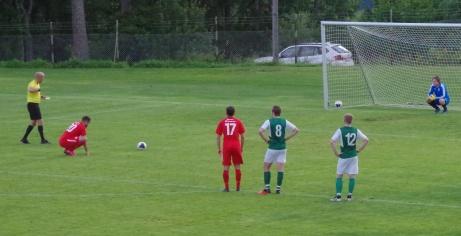 Bild 2. Straffläge för Bleart och Sund.  Foto: Pia Skogman, Lokalfotbollen.nu