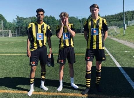 Kuben 2:s målskyttar i premiären mot Wiskan, Senay Haile Gaim (2), Axander Nordin (2 eller 3?) och Arvid Larsson (2 eller 3?). Foto: Jesper Hellström.