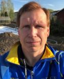 Tomas Berglund gör ett bra jobb med ungt Alnö.