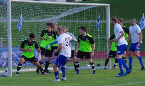 Bild 3. Victor Fahlberg (#32) nickar in 3-1 till IFK Sundsvall med sex minuter kvarFoto: Pia Skogman, Lokalfotbollen.nu