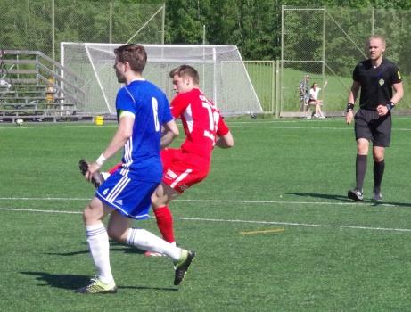 Oskar Nordlund gör ett av årets åtta mål när han prickar in 4-2-målet mot IFK Umeå i division 2-premiären. Foto: Pia Skogman, Lokalfotbollen.nu.