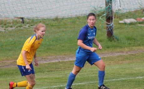 Bersjöförsvare på efterkälken då Ida Skarpsvärd/Olsson är på G. Foto: Roger Mattsson