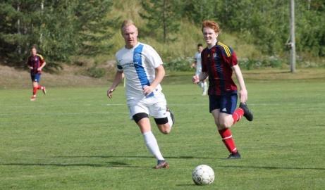 Två av matchens bästa aktörer på samma bild. Andreas Modén Torpshammar och Linus Stafrin Selånger.  Foto: Roger Mattsson