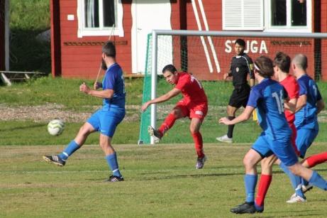 Sundsvalls FF:s Rani Amir laddar mot Fränstas mål.. Foto: Roger Mattsson, Lokalfotbollen.nu