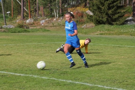 3-0 för Fränsta på väg in efter att Ella Johansson rundat målvakten och promenerat in med bollen i mål. Foto: Roger Mattsson, Lokalfotbollen.nu