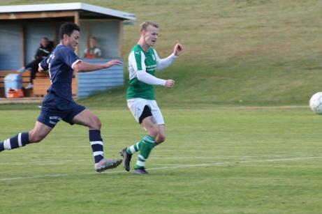 Allt för oftast i dagens match var hemmaförsvaret ett steg efter 5 målsskytten Daniel Johansson. Foto: Roger Mattsson, Lokalfotbollen.nu