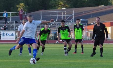 IFK Sundsvall vann med 3-2 hemma på Balders mot Torpshammar. Här placerar Olle Nordberg in 1-0 på straff. Foto: Pia Skogman, Lokalfotbollen.nu.