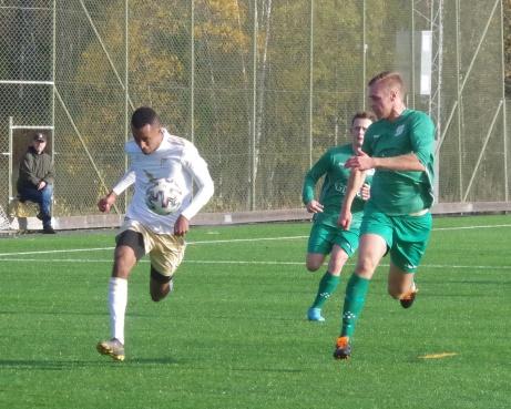 Bild 2 Samuel Keflit i full speed. Foto: Pia Skogman, Lokalfotbollen.nu