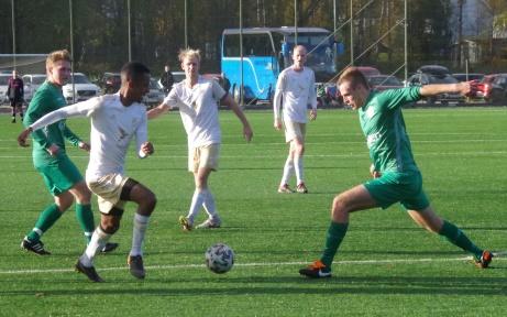Bild 37. Samuel Keflit i högform och Oliver Widahl kollar! Foto: Pia Skogman, Lokalfotbollen.nu