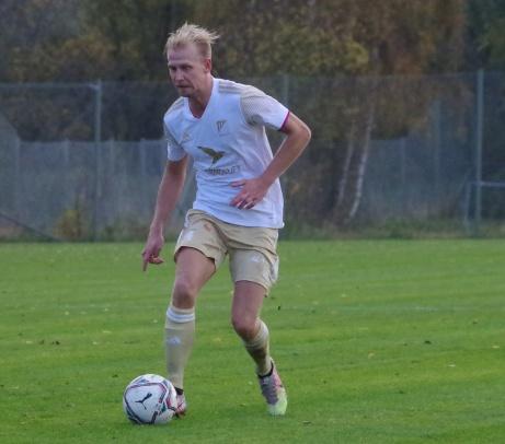 Oliver Widahl gjorde två av Luckstas tre mål mot Sund i epilogen och tog hem Medelpadsallsvenskans skytteliga med 23 fullträffar, två mål före lagkamraten Samuel Keflit. Foto: Pia Skogman, Lokalfotbollen.nu.