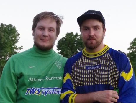 """""""Målvaktsnollorna"""" Pontus Hansson (Hassel) och Linus Åhl (Stockvik, men f d Hassel) efter den ovanliga matchen där bägge för ovanlighetens skull höll tätt. Foto: Pia Skogman, Lokalfotbollen.nu"""