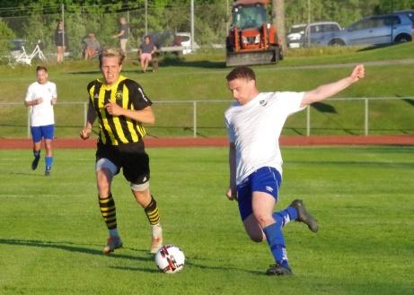 Bild 1. Oliver Lundgren var tillbaka i IFK-tröjan och svarade för två mål i premiären mot Kuben och kan titulera sig matchvinnare. Foto: Pia Skogman, Lokalfotbollen.nu.