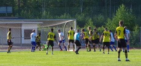 Bild 2. Oliver Lundgren ger IFK Sundsvall ledningen efter hörna sedan han tryckt in en retur efter Alexander Aspenruds skott i den 52;a minuten. Foto: Pia Skogman, Lokalfotbollen.nu.