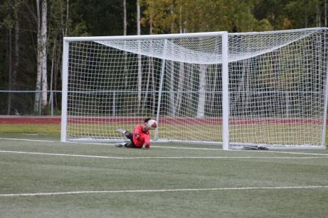 Bild 5. Straffräddning av Youssef i Fränstas mål. Foto: Roger Mattsson, Lokalfotbollen.nu
