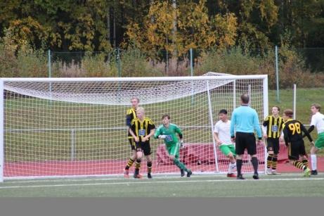 Bild 4. 1--2 på väg in i mål av David Danielian Tog bollen i stolpen? Foto: Roger Mattsson, Lokalfotbollen.nu