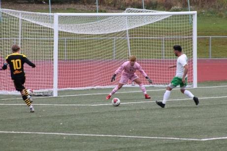 Bild 6. 2 målskytten på gång igen mot Ånges mål.    Foto: Roger Mattsson, Lokalfotbollen.nu