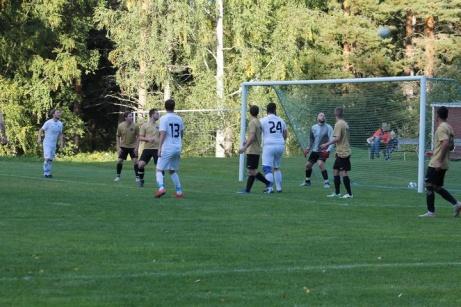 Bild 3. Nedansjö press mot Viskanshemmamål. Foto: Roger Mattsson, Lokalfotbollen.nu