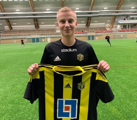 Arvid Näsholm, med 3 pojklandskamper på meritlistan, lämnar GIF Sundsvall för Kubikenborgs IF. Foto: Jesper Hellström.