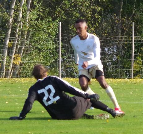 Hinner Luckstas målfarlige Samuel Keflit bli spelklar efter sin skadekänning till dagens kvalmatch mot Ilsbo? Foto: Pia Skogman Lokalfotbollen.nu
