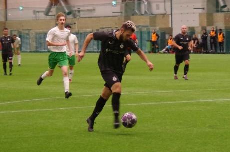 Amaro Bahtijar har löpt sig fri på djupet in i straffområdet och fått en perfekt lyftning och avslutar hårt och högt till 5-0. Foto: Pia Skogman, Lokalfotbollen.nu.