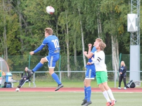 Oliver Andersson gjorde två av Matfors 2:s mål i 9-3-krossen av serieledarna Ånge. Foto: Roger Mattsson.