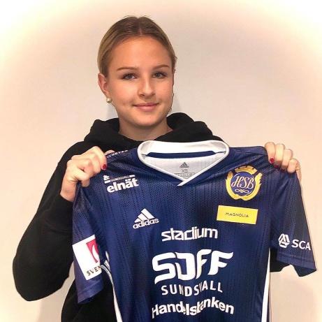 16-åriga anfallstalangen Frida Olsson tar det naturliga steget över från Selånger till SDFF.