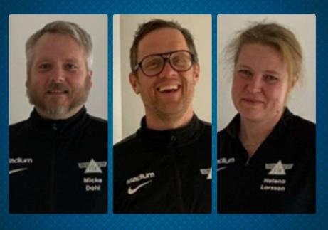 Fränstas ledartrojka damer 2021, fr v Micke Dahl och Daniel Dübbel (tränare) plus Helena Larsson (lagledare). På bilden saknas Jessica Falk Nilsson (ledare). Foton: Fränsta IK.