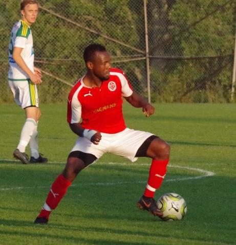 Sani Tahir är tillbaka i Svartviks rödvita tröja efter en säsong i Stödes division 2-lag.