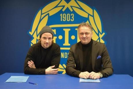 Linus Hallenius och sportchefen Urban Hagblom är åter klubbkompisar i GIF Sundsvall. Foto: GIF Sundsvall