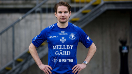 Johan Blomberg i en annan blå tröja 2021. Foto: Trelleborgs FF.