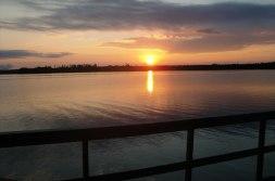 Solnedgång ute på sjön under en kvällstur