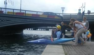 Catha paddlar fors på möhippan i Stockholm