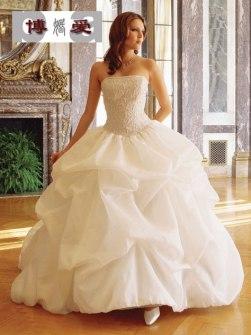 Brudklänning - Modern och tidsenlig brudklänning!