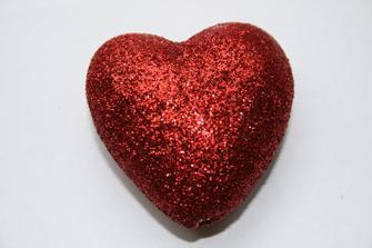 Rött hjärta i frigolit
