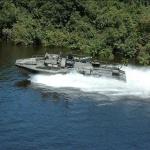 Combat boat 90H utrustad med Cabin-Screen