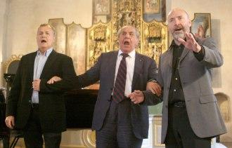 """Ulrik Qvale, Ragnar Ulfung och Lars Cleveman i finalnumret """"De tre tenorerna""""."""