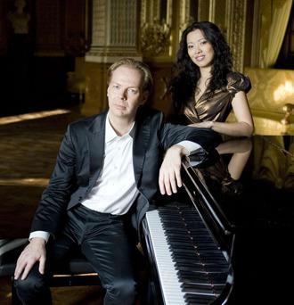 Äkta makarna Per Tengstrand och Shan-shan Sun (foto: Alexander Kenney). Nedan ett musikaliskt smakprov!