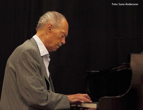 """""""Den bästa flygel jag någonsin spelat på"""" sade jazzlegenden Bengt Hallberg efter konserten. (Foto: Sune Andersson)"""